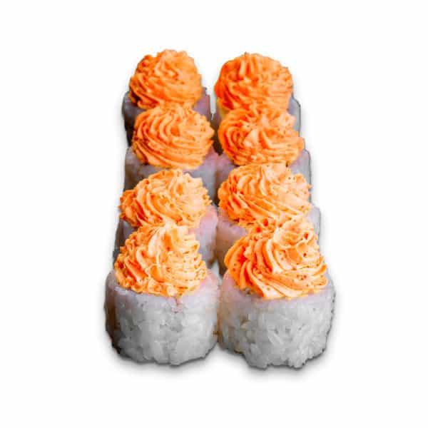 """Ролл """"Лава-Сузуки"""". Сложный ролл. Сливочный сыр, жареный окунь, соус """"Лава"""", рис, нори."""