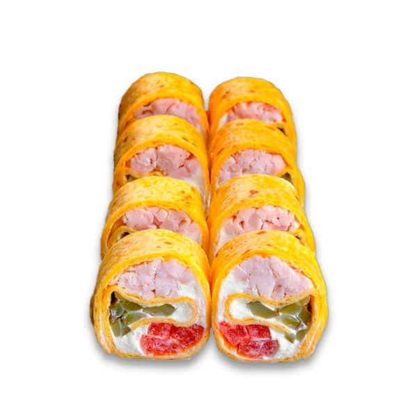 """Ролл """"Панза"""". Сложный ролл. Пшеничная лепешка, белый соус, сливочный сыр, корнишон, томат, копченая курица."""