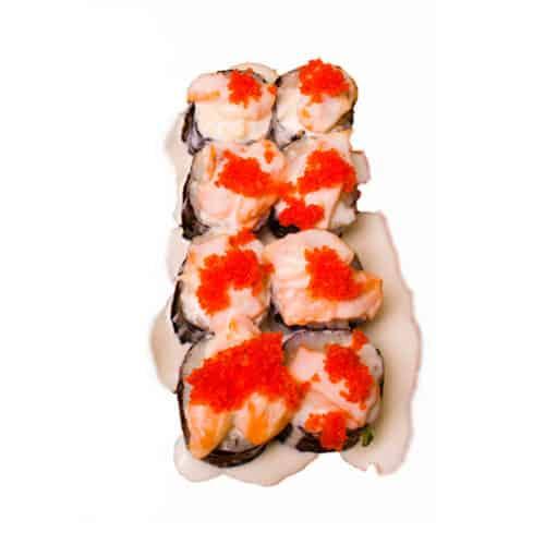 """Ролл """"Сливочный с лососем"""". Сливочный ролл. Лосось, сливочный сыр, икра масаго, огурец, нори, рис, соус сливочный."""